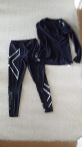 2XU compression tights and top